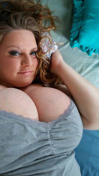 Busty And Chubby Milf Loves To Fuck Every Night